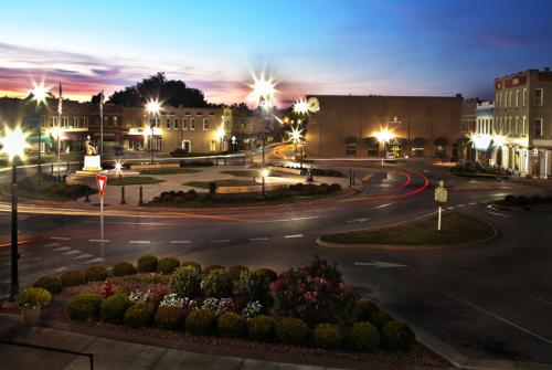 Hodgenville Downtown Revitalization and Roundabout, Hodgenville, KY